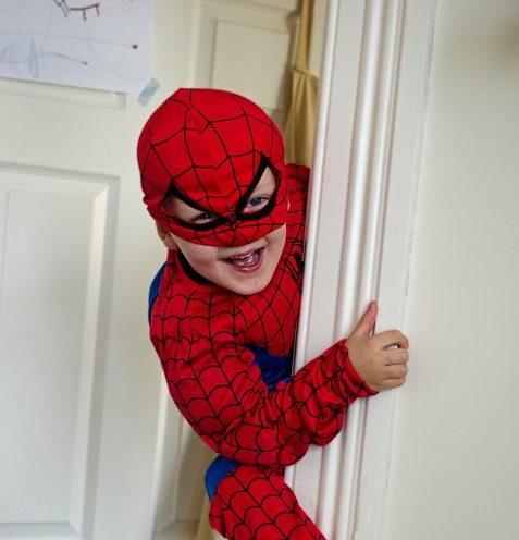 Grimper au mur comme Spiderman grâce à des gants, un rêve désormais possible